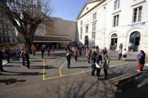 Alerte à la bonbonne de gaz devant une école maternelle cdr