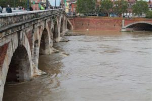 la Garonne pourrait atteindre 2,40 m au niveau du pont neuf Photo: Toulouse Infos