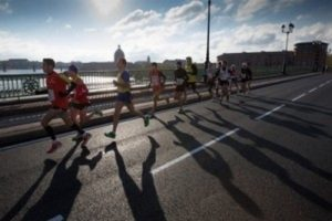 13 000 marathoniens dans les rues de Toulouse dr
