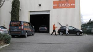Le voyage débute au pied de l'aéroport avec Boxx'in