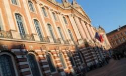 Toulouse solidaire de Barcelone : Mise en berne des drapeaux du Capitole