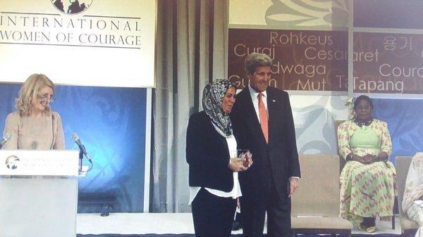 Latifa Ibn Ziaten et John Kerry Ctwitter/dr