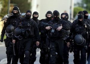 Le Raid intervient pour maîtriser un homme armé retranché chez lui à Toulouse Craid free.fr/dr