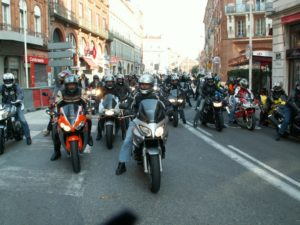 Motards et automobilistes unis contre la loi du passage à 80 km/h Photo : Toulouse Infos