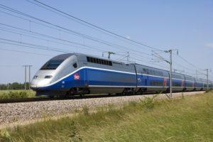 Une voiture bloquée sur les voies du train près de Toulouse