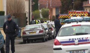 Avec un fusil d'assaut dans Toulouse