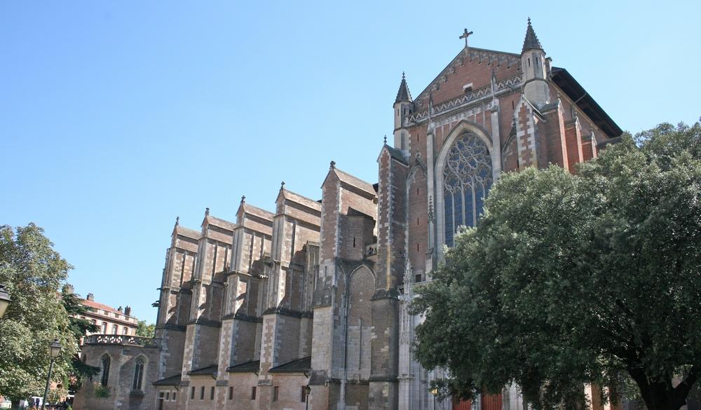 Le clocher de la Basilique Saint-Sernin en veille