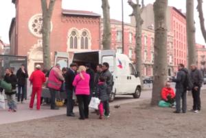 Petits Déjeuners Secours Populaire place du salin Photo : secours populaire