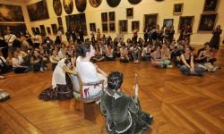 À Toulouse, des étudiants font visiter le musée des Augustins à d'autres étudiants