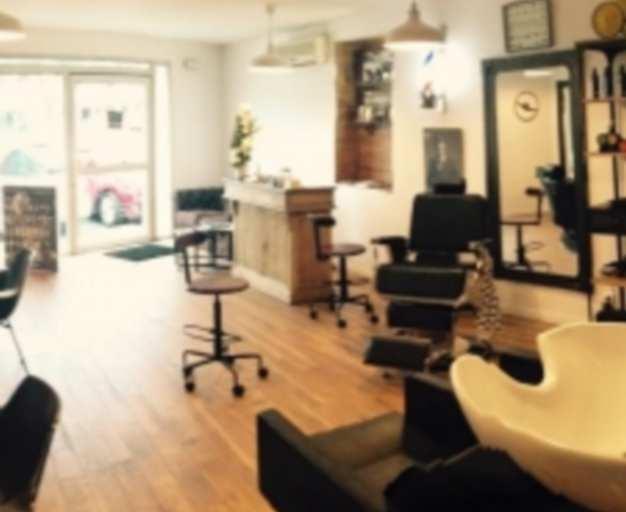 Les coiffeurs solidaires au c t du dal toulouse for Salon coiffure toulouse