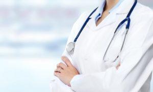 Elle se fait passer pour un médecin et arnaque des malades cdr