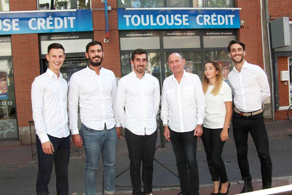René Bastardy entouré de son équipe d'experts de Toulouse Crédit cdr