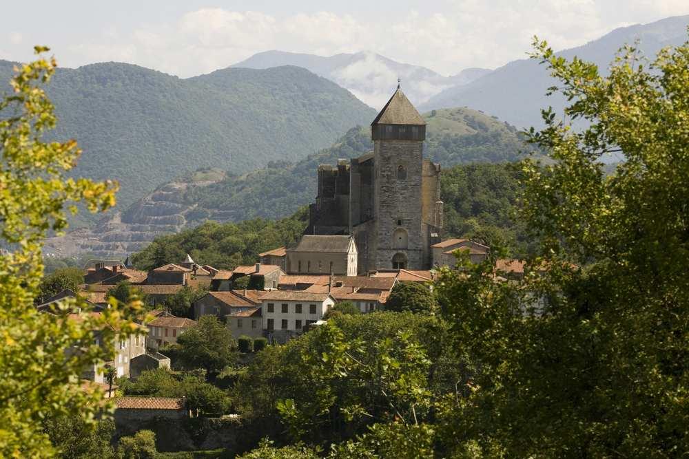Saint-Bertrand-de-Comminges accueille Stéphane Bern et Sébastien Lecornu pour The Village 2019 cdr