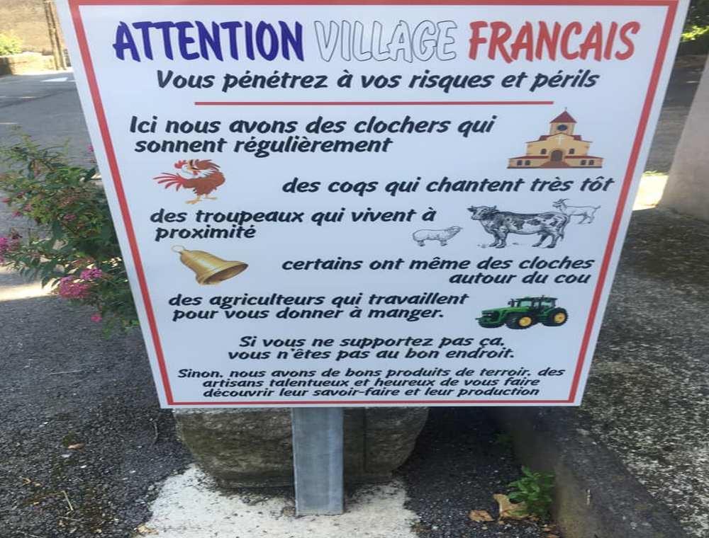 Le maire prévient avec humour les touristes des nuisances sonores de la campagne Photo facebook : Régis Bourelly
