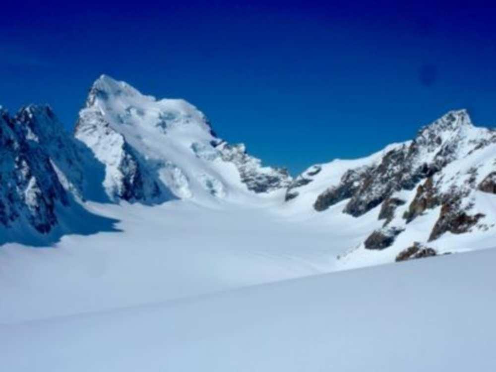 Il retrouve le corps de son ami disparu il y a 43 ans sur un glacier cdr